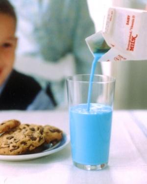 la100589_0404_milk_vert