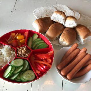 Monkey platter lunch voor kinderen knakworsten vakjesbord