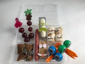 Monkey platter lunch voor kinderen oogjes op vakjesbord