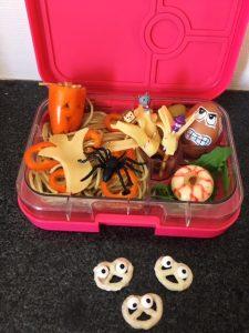 Kinderboekenweek lunch eng griezelen thema school kind gezond eten spinnen paprika monster zelf maken