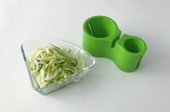 Spirelli courgette snijden maken pannenkoekjes gezond recept tussendoortje kind school lunch
