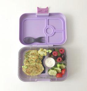 Spirelli courgette snijden pannenkoekjes gezond recept tussendoortje kind school lunch Yumbox