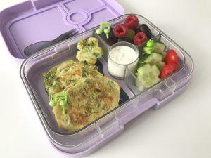 Spirelli courgette snijden pannenkoekjes gezond recept tussendoortje kind school lunch Yumbox meenemen